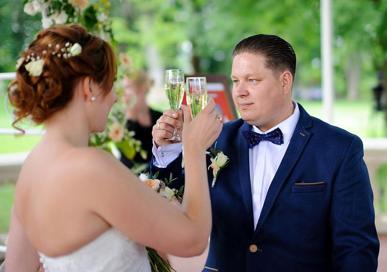šampano taurės per vestuves