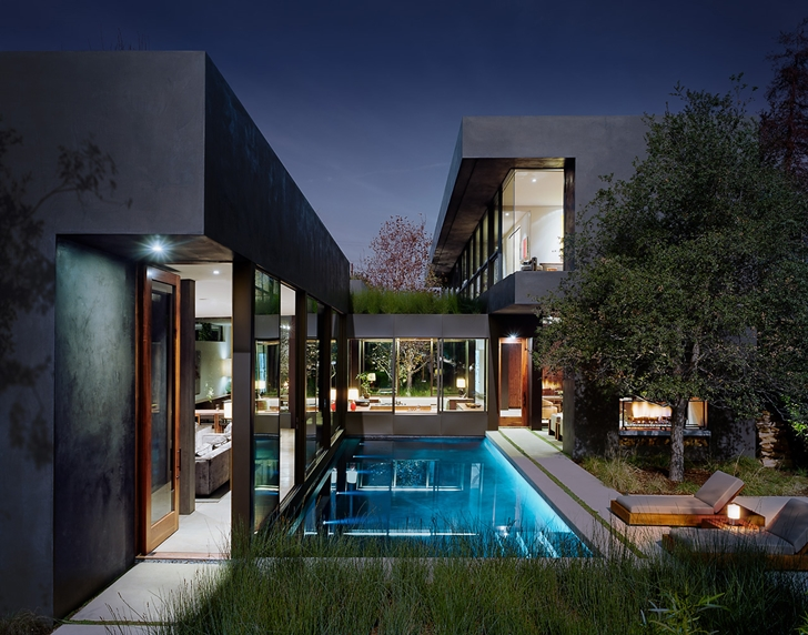 Swimming pool at Vienna Way by Marmol Radziner