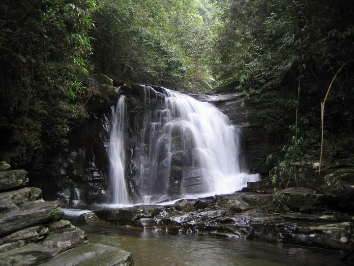 thác nước Núi Bạch Mã
