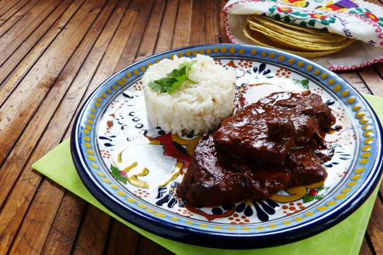 lomo de cerdo con salsa de chile guajillo