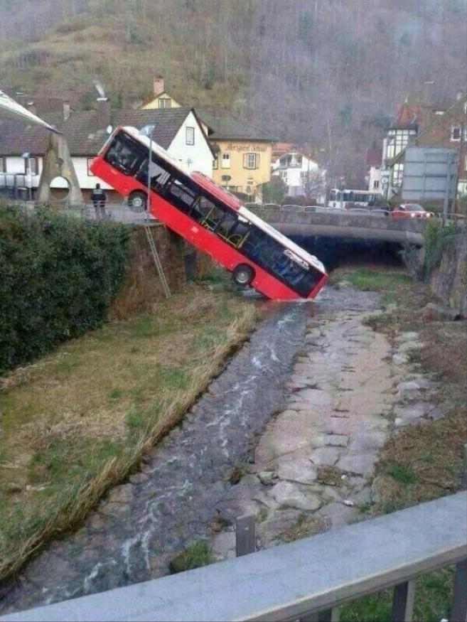 Un autobús con un poco de sed