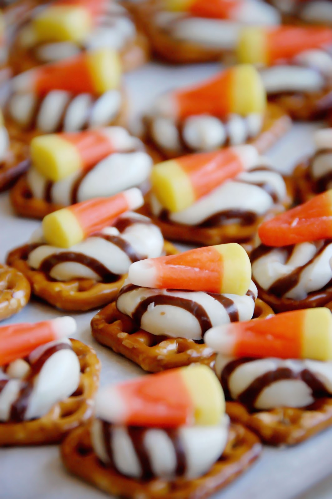 i saw these little beauties on pinterest and just knew that i had to make them for a fun halloween party i am co hosting they are so super fast and easy - Fast And Easy Halloween Treats