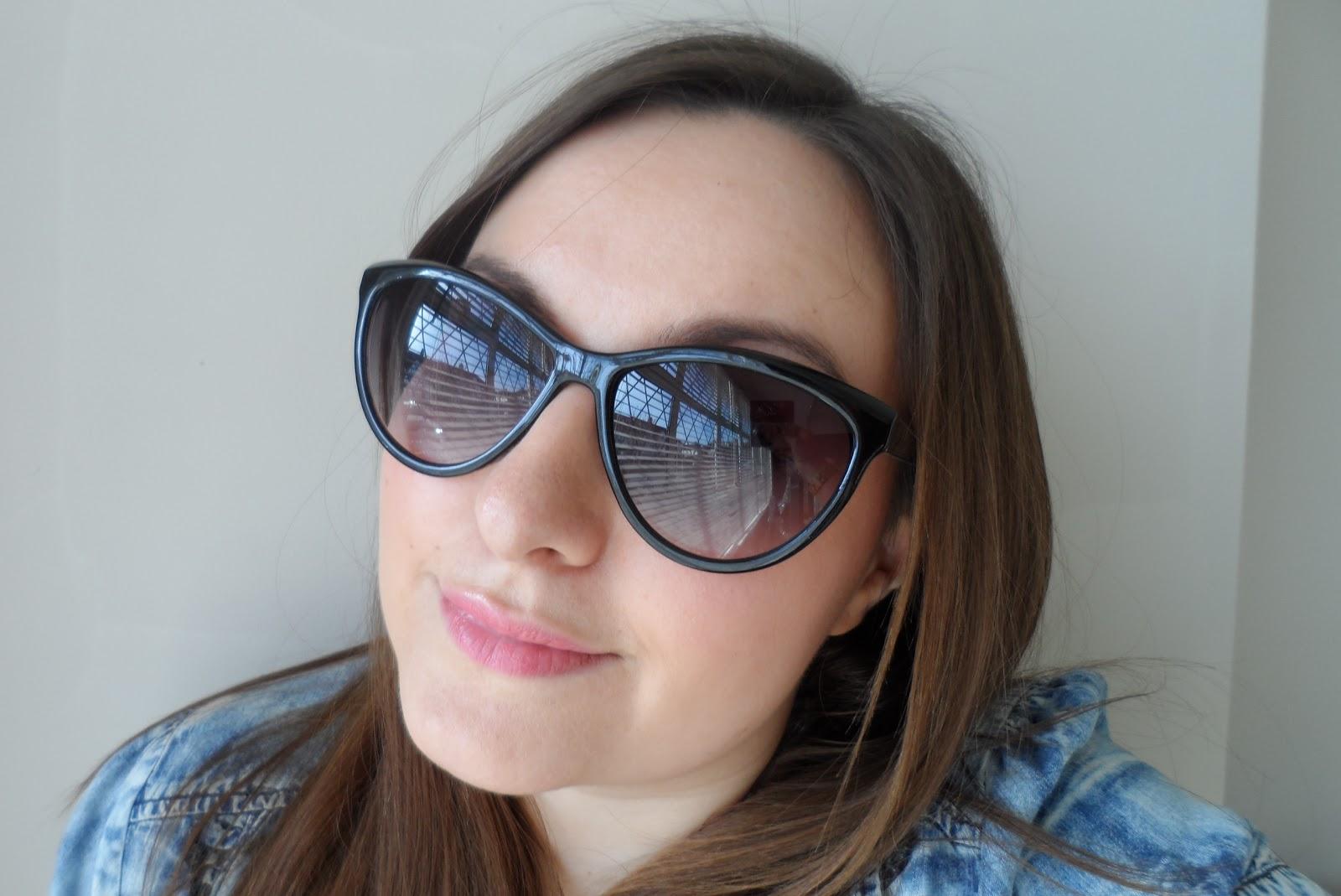 http://3.bp.blogspot.com/-m8KDVmRawL4/T3tw9VyorvI/AAAAAAAAGAQ/wYjfLzoXthY/s1600/h&m+hm+hennes+cat+eye+rayban+ray+ban+shape+sunglasses+black+snake+print+catban+catbans.JPG