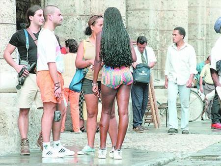 mujeres cuero dominicana es legal la prostitución