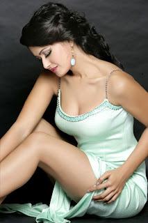 Divya Dwivedi Hot Legs