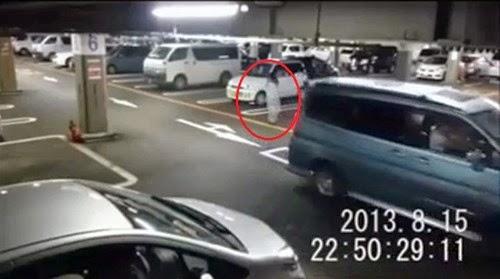 Xôn xao clip ma nữ xuất hiện ở bãi đỗ xe