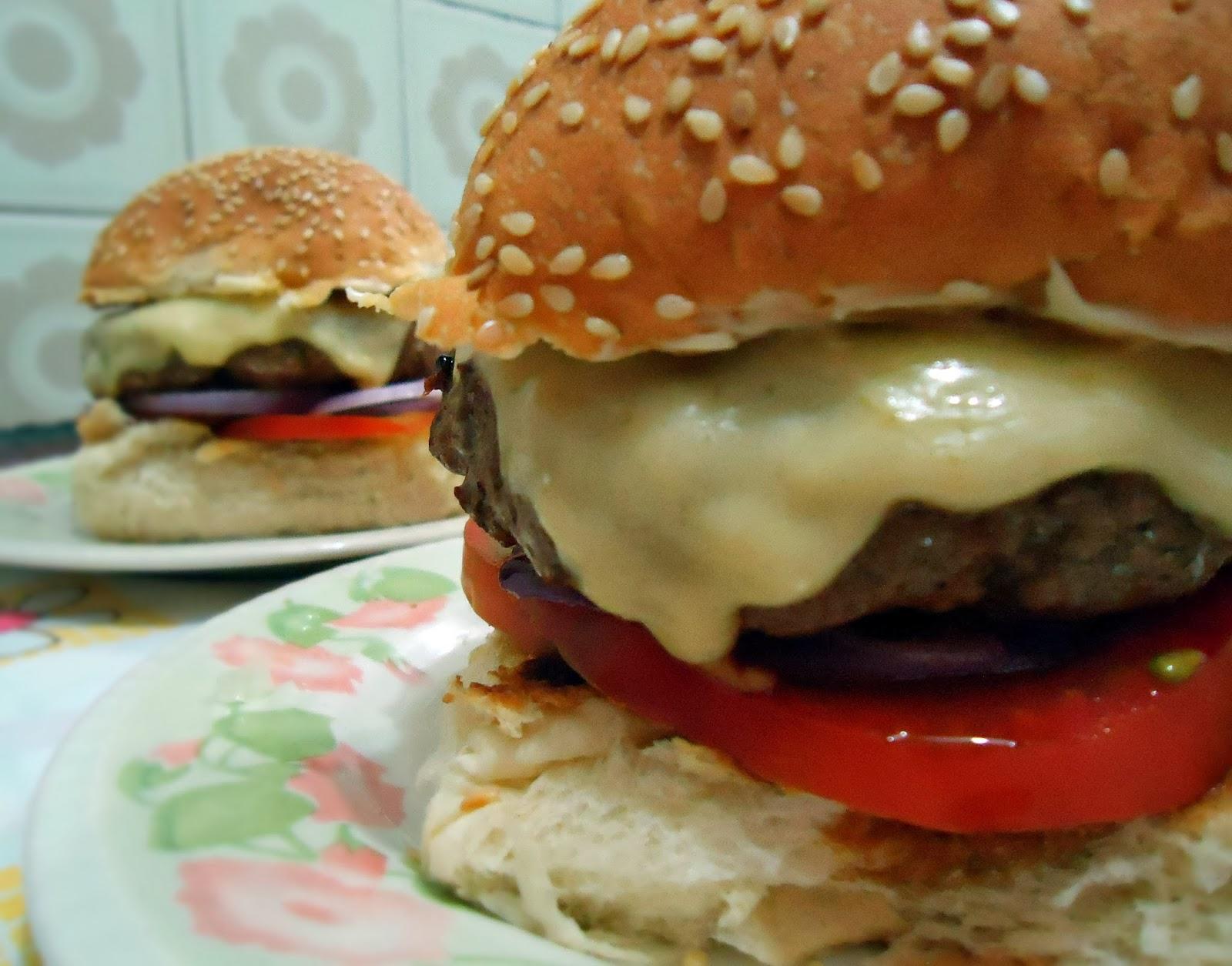 Resultado de imagem para hamburguer caseiro