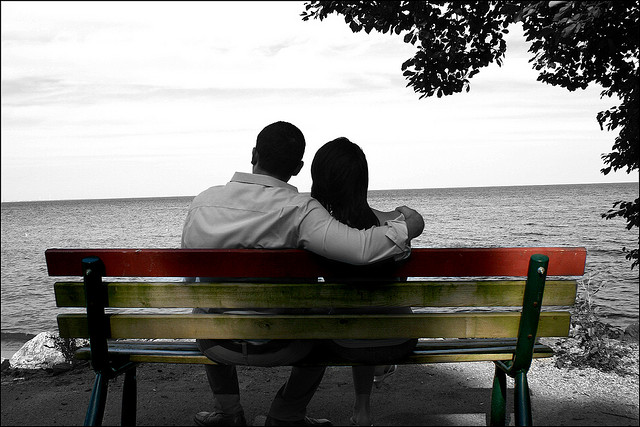 couple love wallpapers couple sitting on bench ...