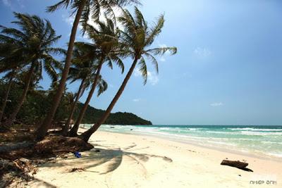 Đảo Phú Quốc với những bãi biển dài, cát trắng mịn màng