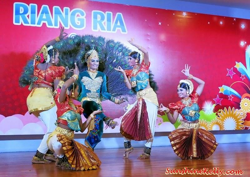 Happy Deepavali, Ekspresi Deepavali at Mydin, Kuthu Vilaku, Deepavali, Festival of Lights, Muruku, Free Muruku, bollywood dancers, bollywood singers