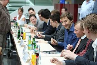 Echecs à Dortmund : la séance collective d'autographes des GMI - Photo © Georgios Souleidis