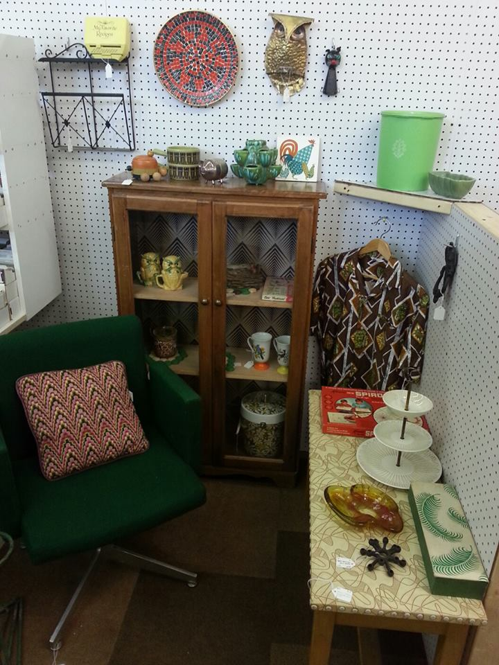 jenn ski setting up a booth at a consignment shop