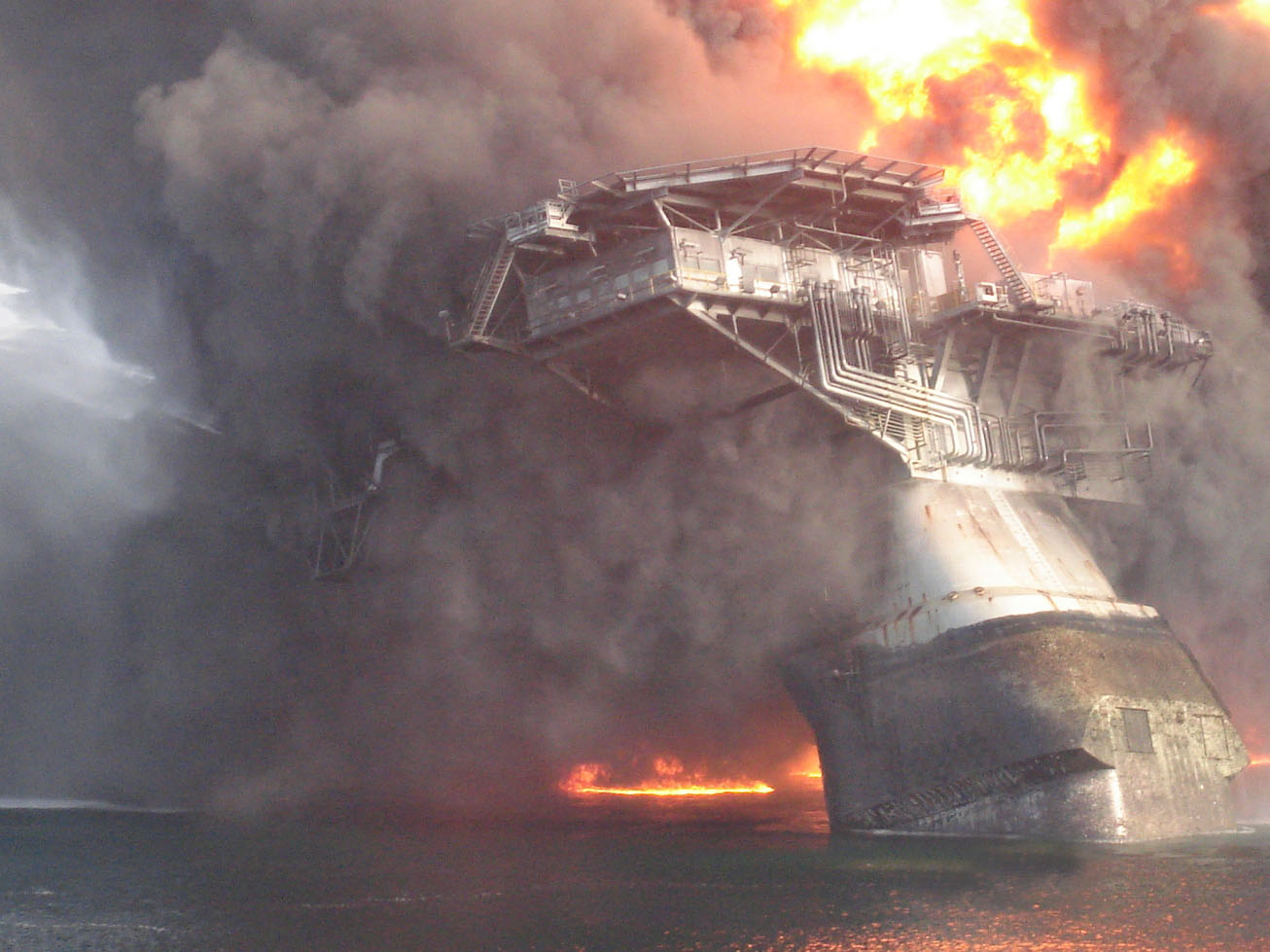 deepwater horizon oil spill The deepwater horizon sank on the deepwater horizon disaster was the largest marine oil spill ever to bp and the deepwater horizon disaster of 2010.