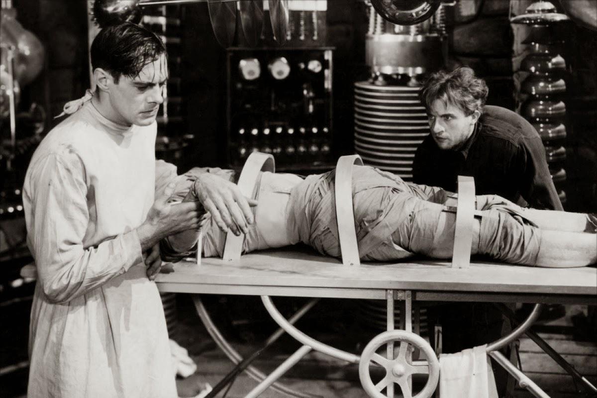 La obsesion del doctor Frankenstein lo hace investigar los misterios entre la vida y la muerte