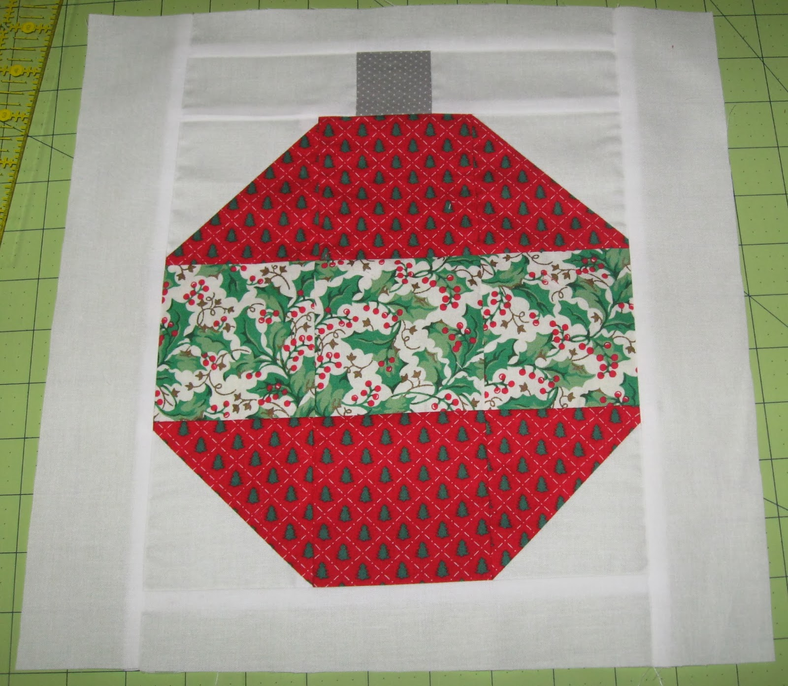 Quilt Block Patterns Christmas : December 2013 Block of the Month: Christmas Ornament