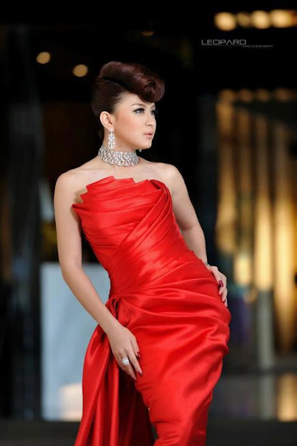 wut mhone shwe ye with attractive fashion