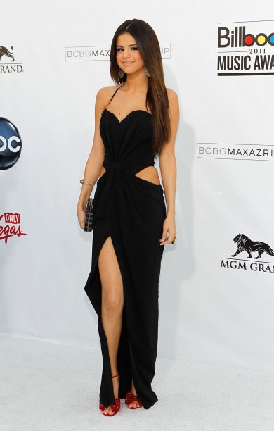 justin bieber selena gomez billboard music awards. Selena Gomez shows some skin