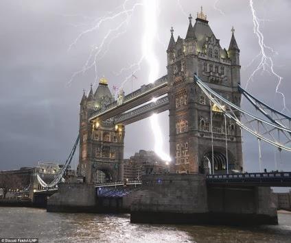 Μόνο σε ταινία! Συγκλονιστική φωτογραφία από τον Πύργο του Λονδίνου!