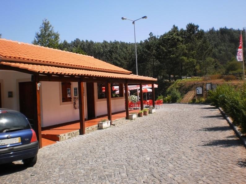 Café/Bar ao lado da Praia Fluvial Ana de Aviz