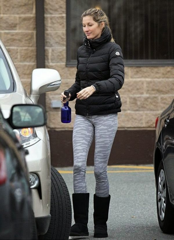 When Gisele Bündchen feel like sharing a positive statement, it were painted on totally by our healthy idea.   Then again, the Supermodel could have just relaxed for a littlebit too long and was feeling sleepy, cause her morning activity on yoga class at Boston, Massachusetts on Saturday, January 3, 2014.