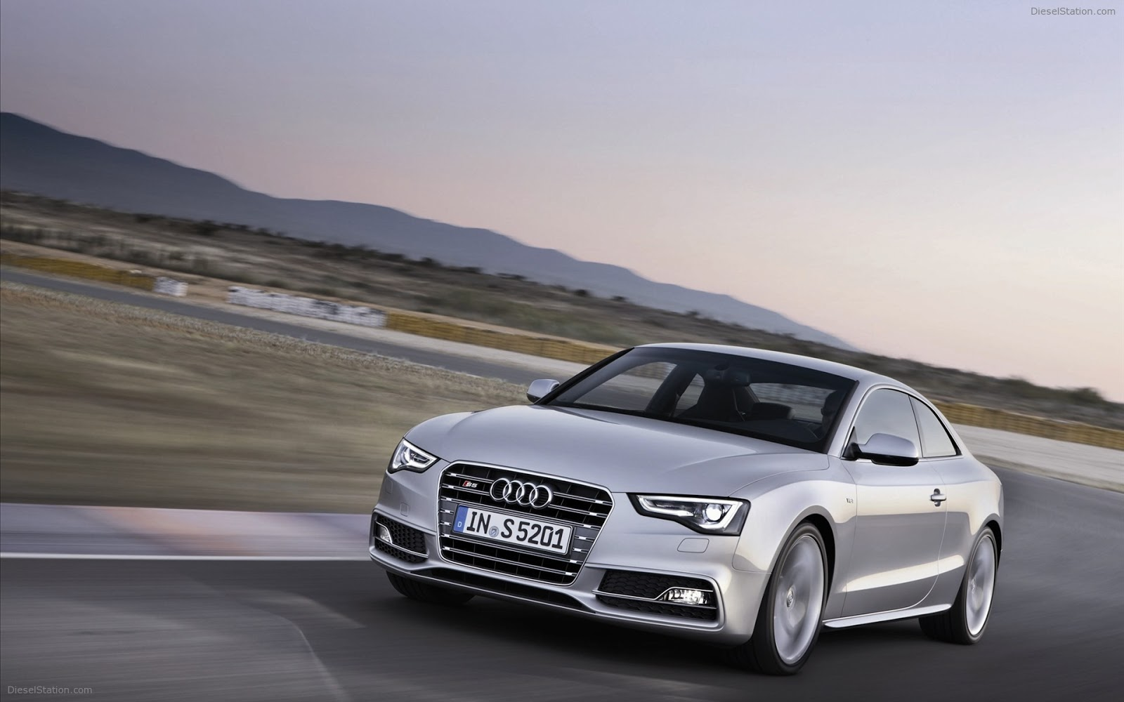 top 27 most beautiful and dashing audi car wallpapers in hd - tipztop