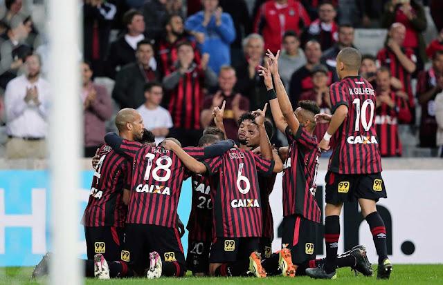 O atacante Nikão foi o autor do gol que garantiu a segunda vitória do Furacão sobre o Joinville (Foto: Heuler Andrey/AFP)