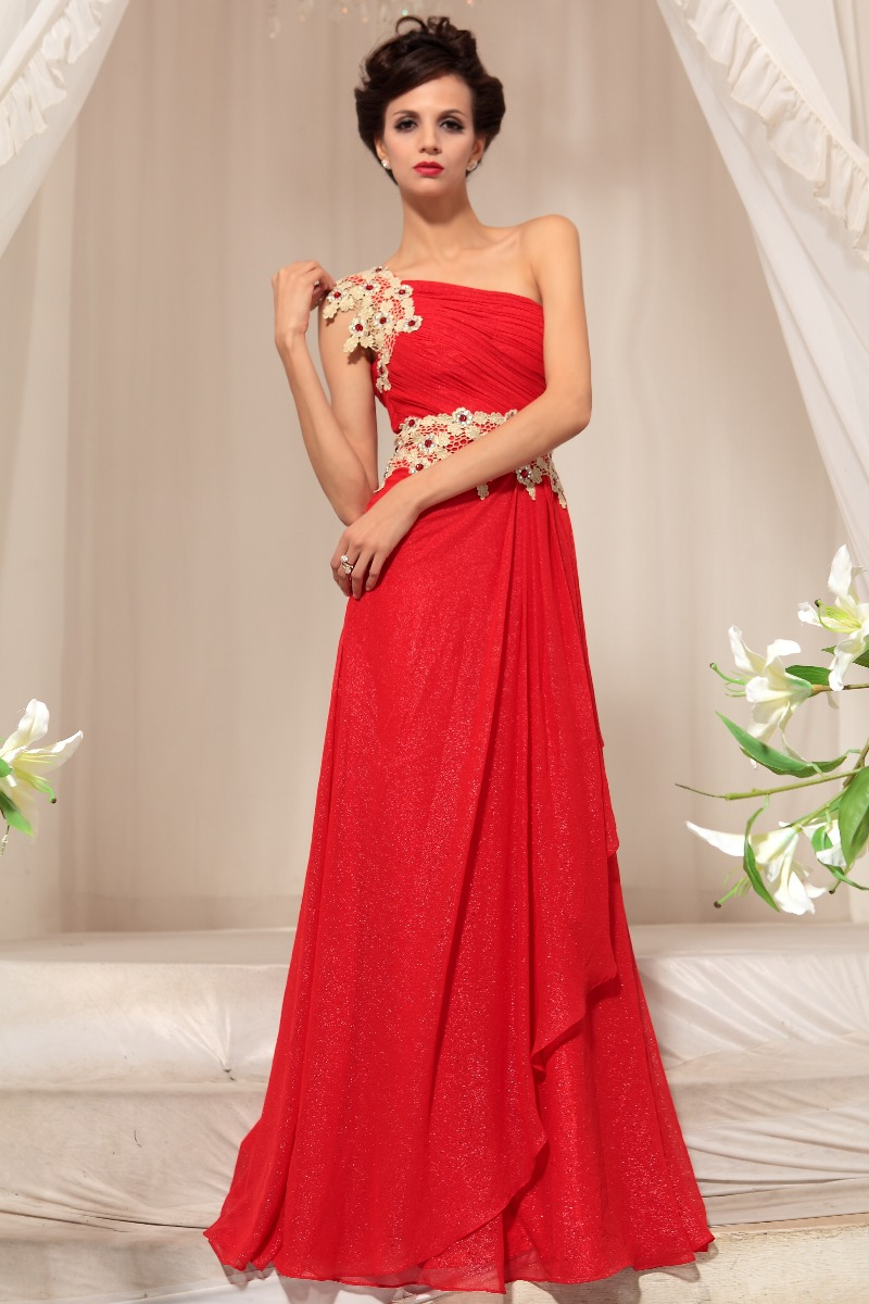 Discussion on this topic: How to Accessorize a Red Dress, how-to-accessorize-a-red-dress/