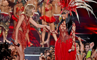 taylor swift and nicki minaj performance costumes fashion 2015 vmas