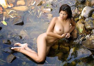 射精色情 - feminax-sexy-hanna-naked-in-the-river-09-721181.jpg