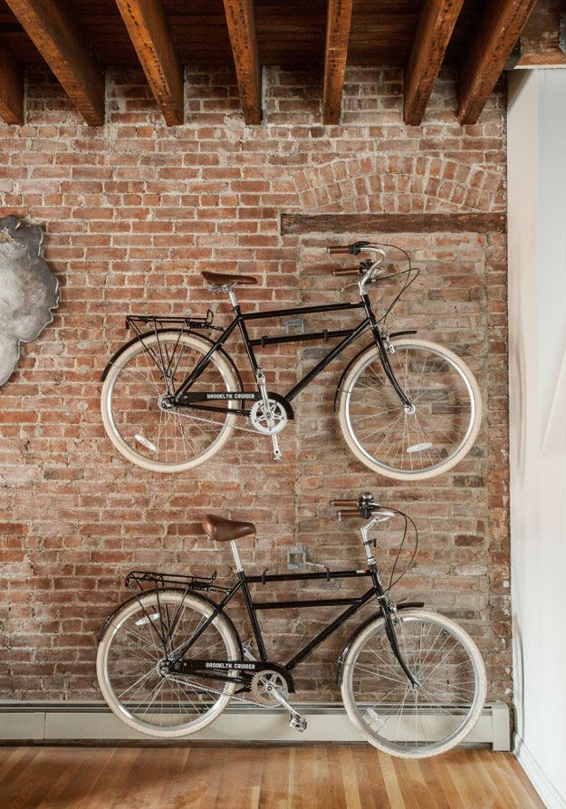 La fabrique d co ranger un v lo dans un appartement - Accrocher un velo au mur ...