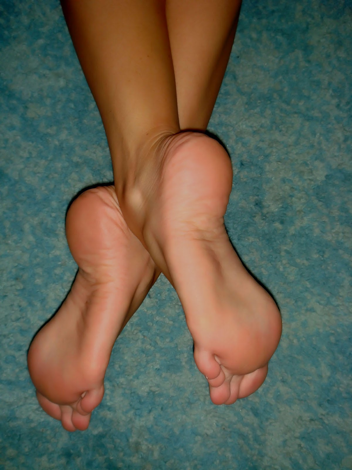 http://3.bp.blogspot.com/-mClRGnEPQHY/T-pD3rxJB2I/AAAAAAAABKQ/9t-ZJbYs0qo/s1600/women_feet_barefoot_desktop_1224x1632_wallpaper-364325.jpg