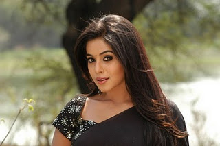 Poorna in Black Saree1 - Tamil Actress Poorna Hot Pics in Black Saree