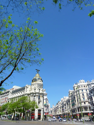 Edificio Metropolis en el cruce entre Gran Via y Alcala en Madrid