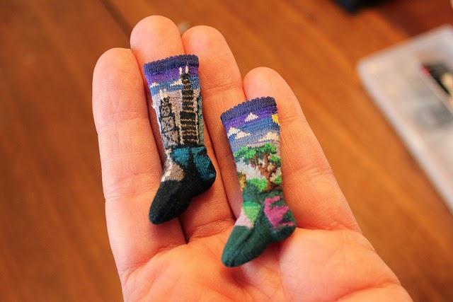 mini sokjes met een verhaal