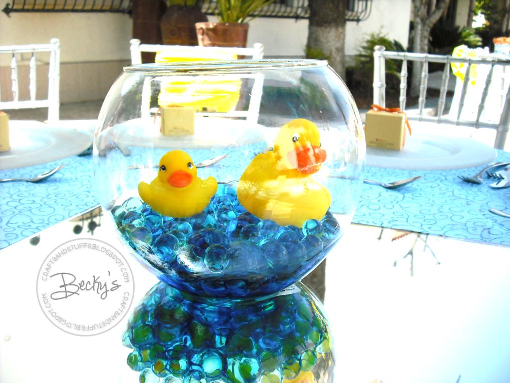 Hice Del Baño Color Amarillo:Los centros de mesa eran peceras de cristal con esferas de glicerina