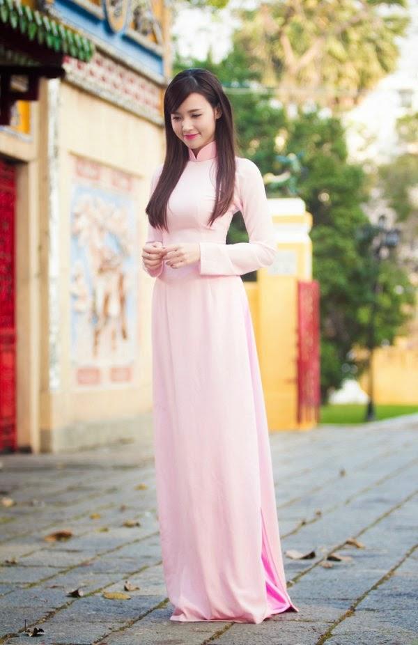 hình ảnh thiếu nữ trong chiếc áo dài truyền thống