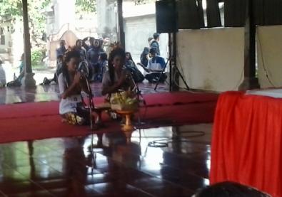 Penampilan Duta Skawibha dalam lomba kekawin PSR Denpasar 2015