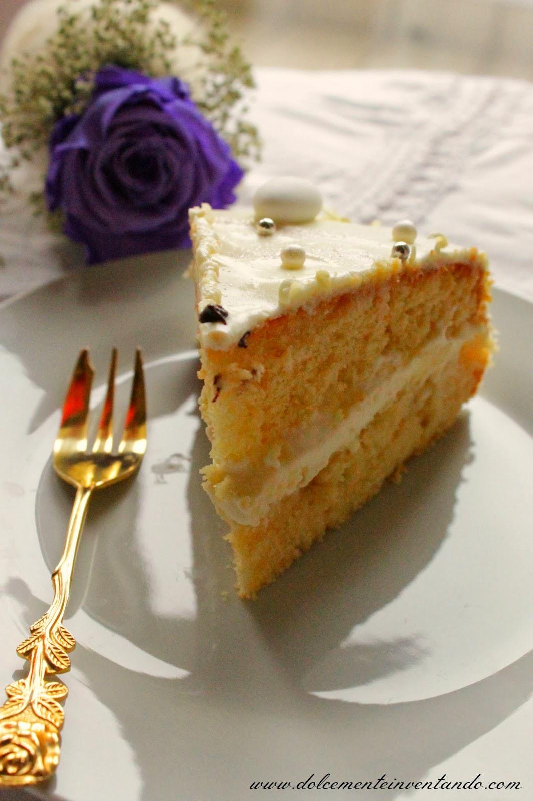 torta bianca armonia alle mandorle e crema profumata al limone per l'anniversario dei miei suoceri