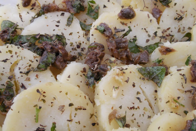 patate all'insalata  con olive e capperi