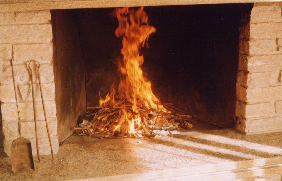 Come si accende il fuoco nel caminetto i consigli del nonno