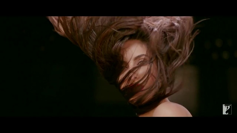Katrina Kaif hot expression in dhoom 3 song