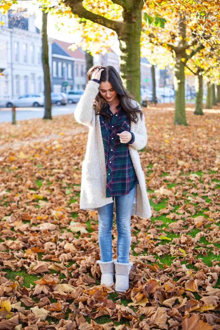 outfit: fall casual in plaid, skinnies, Selene Ugg boots and oversized knit cardigan