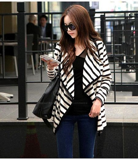 street style: pretty black and white striped cardigan