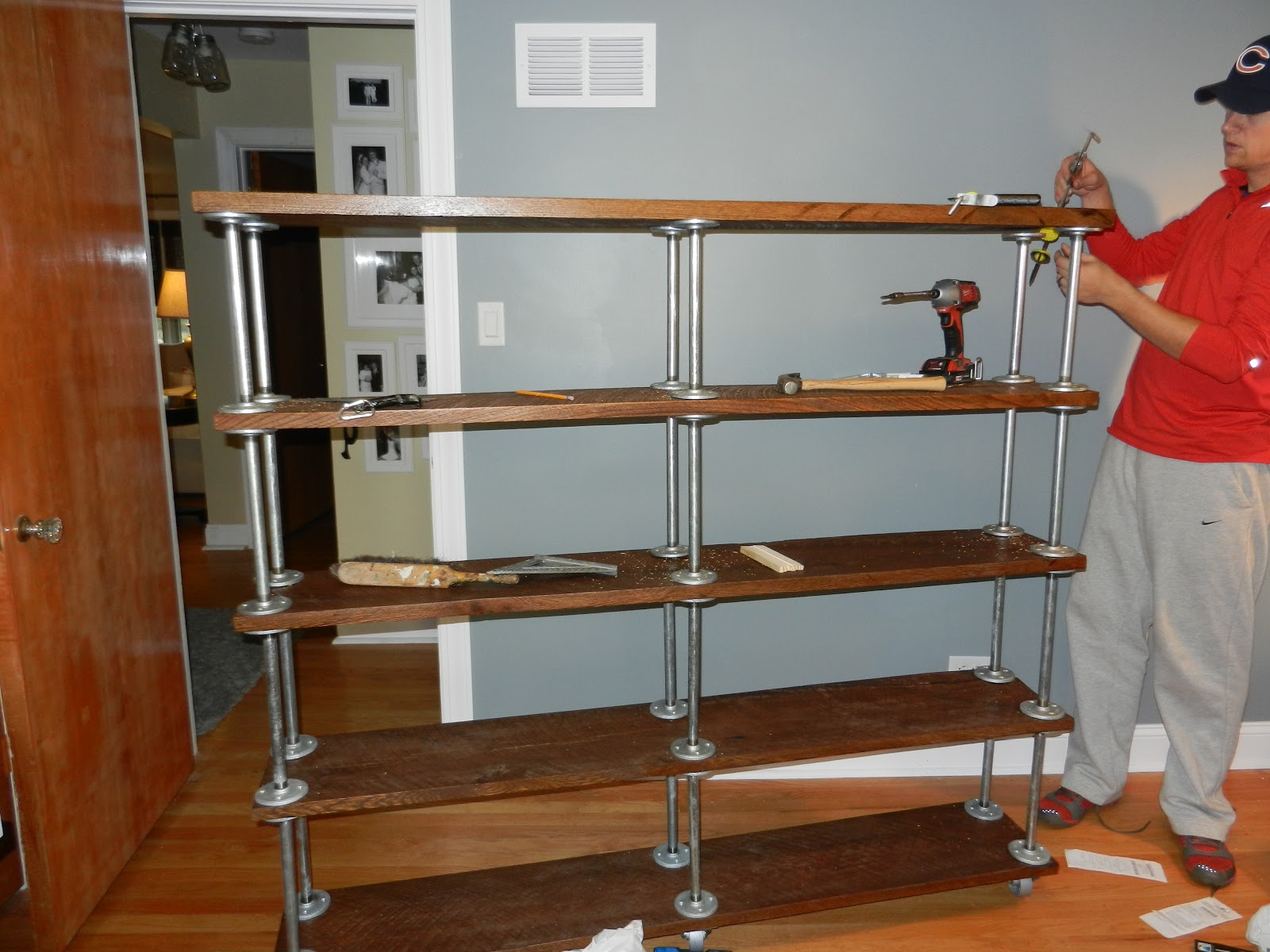 Displaying 18> Images For - Galvanized Pipe Desk