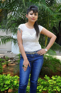 Actress Madhulagna Das Pictures in Jeans at Aadu Magadraa Bujji Platinum Disc Function  0056