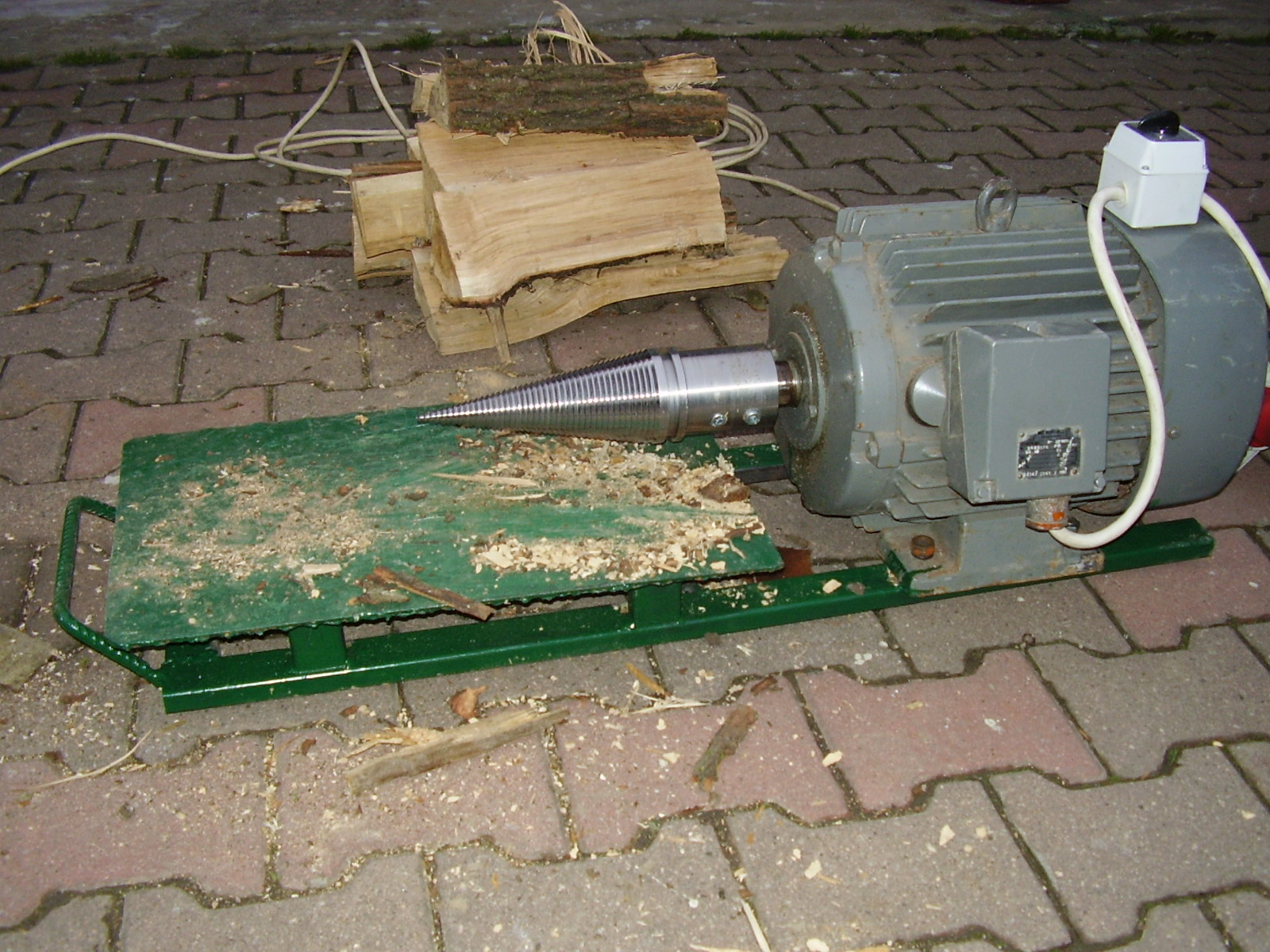 Vis type log splitter cône