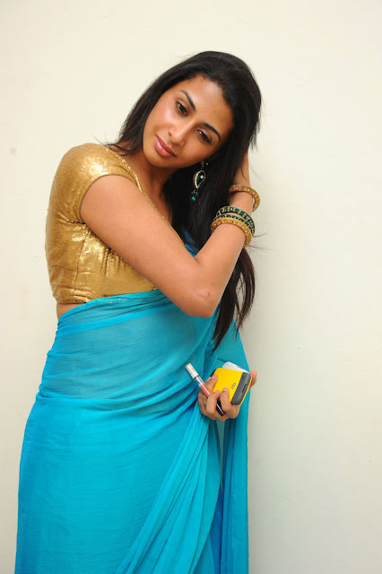 Gayatri Hot Photos - Gola Gola Movie Actress