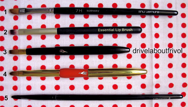 brush comparison lip Shu Uemura 7HR, Boots No 7 Lipbrush, Hakuhodo Push-up flat BkA, Misako Portable, Illamasqua