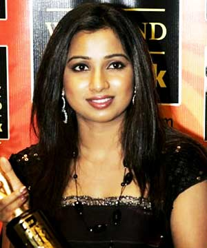 Shreya+ghoshal+hot+kiss