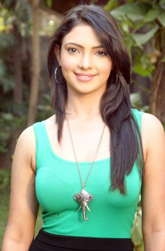 Profil Pemeran Perizaad di Hatim (Pooja Banerjee)